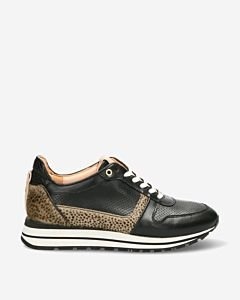 Sneaker-with-cheetah-print