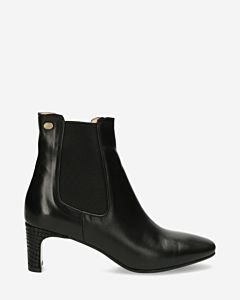 Heeled-ankle-boot-natural-tanned-smooth-leather-black