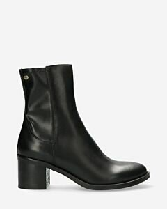 Heeled-ankle-boot-smooth-leather-black