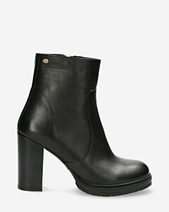 Ankle-boot-with-zipper-smooth-leather-black