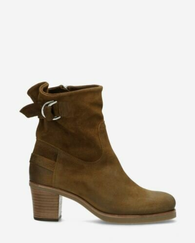 Heeled ankle boot waxed suede brown