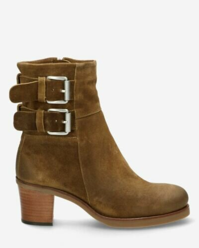 Heeled ankle boot waxed buffed leather warm brown