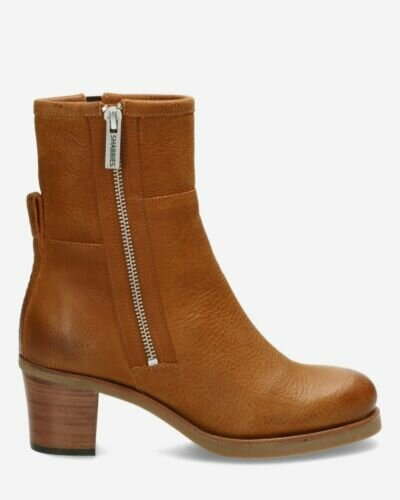 Heeled ankle boot waxed grain leather brown