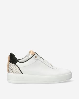 White-sneaker-with-snake-printed-patch