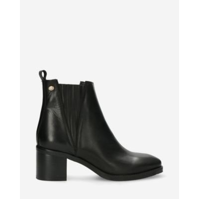 Chelsea-ankle-boot-soft-smooth-leather-black