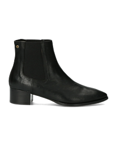 Chelsea-boot-from-smooth-leather-black