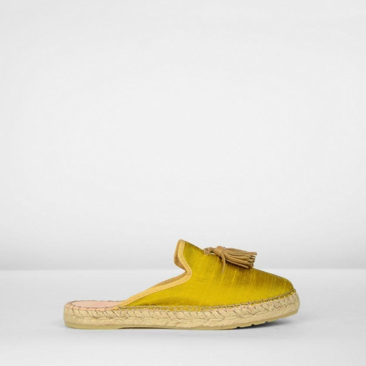 Espadrille-slipper-zijden-mosterdgeel