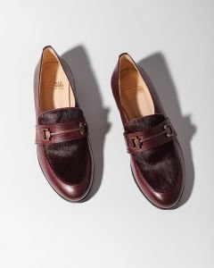 Loafer-gladleer-met-pony-bordeaux