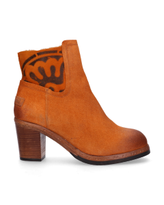 Heeled-ankle-boot-with-waxed-suede-orange