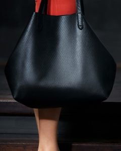 Black-shopper-cutted-grain-leather-with-etui