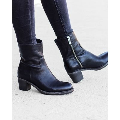 Ankle-boot-smooth-leather-Black-