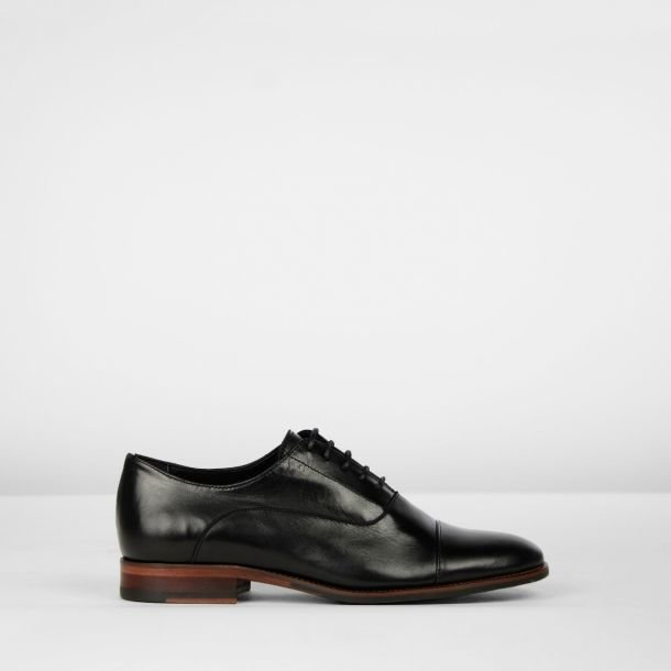 Lace up shoe smooth leather Black