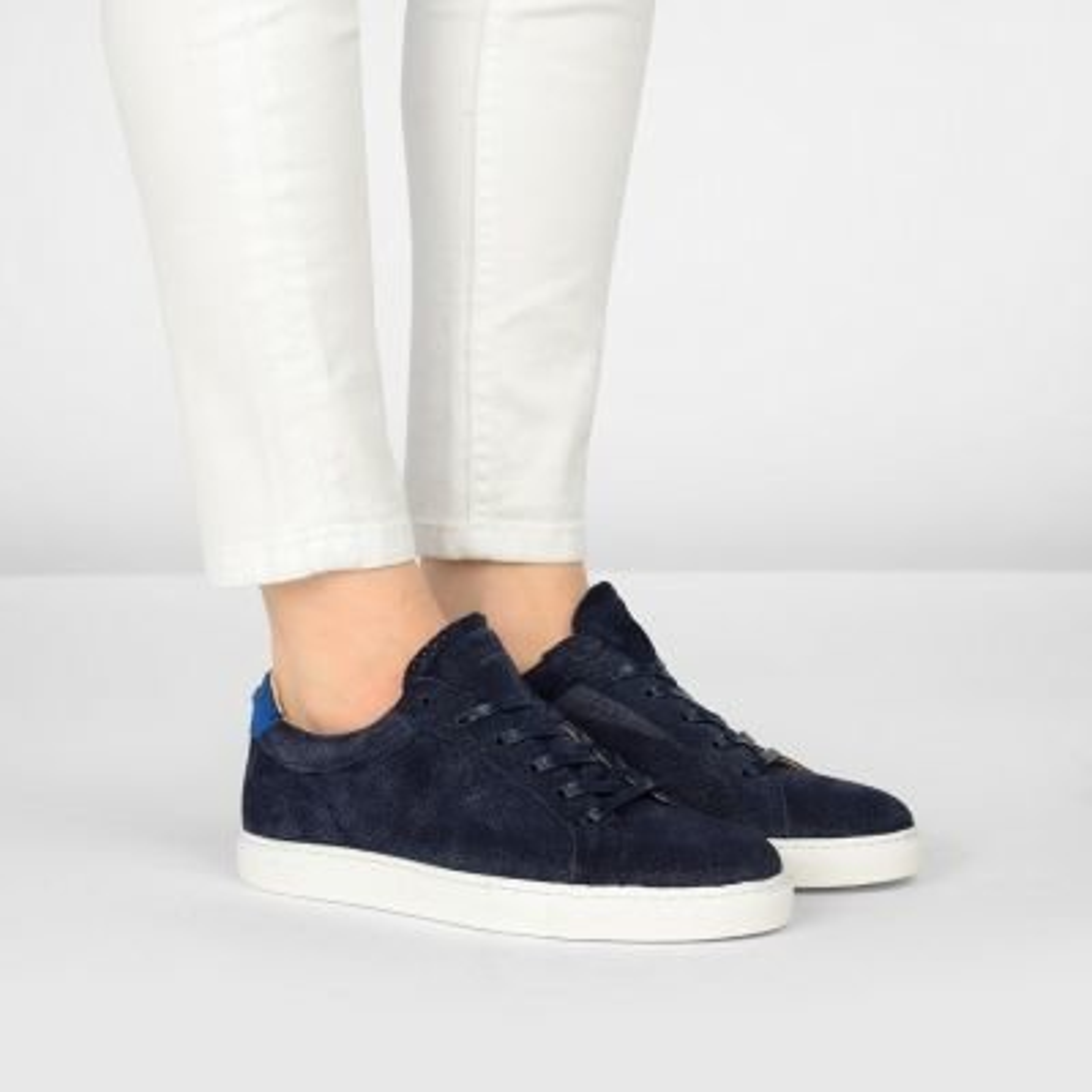 Sneaker-geperforeerd-suède-donkerblauw