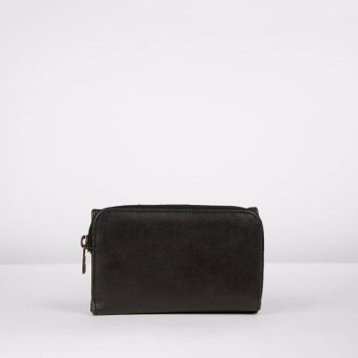 Medium portemonnee handgeschuurd leer zwart 322010012 achterkant